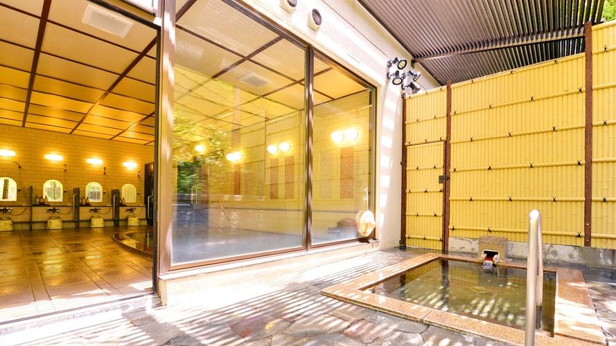 *【大浴場(露天風呂)】四季折々の景観が愉しめる露天風呂で癒しのひと時をお過ごし下さい。