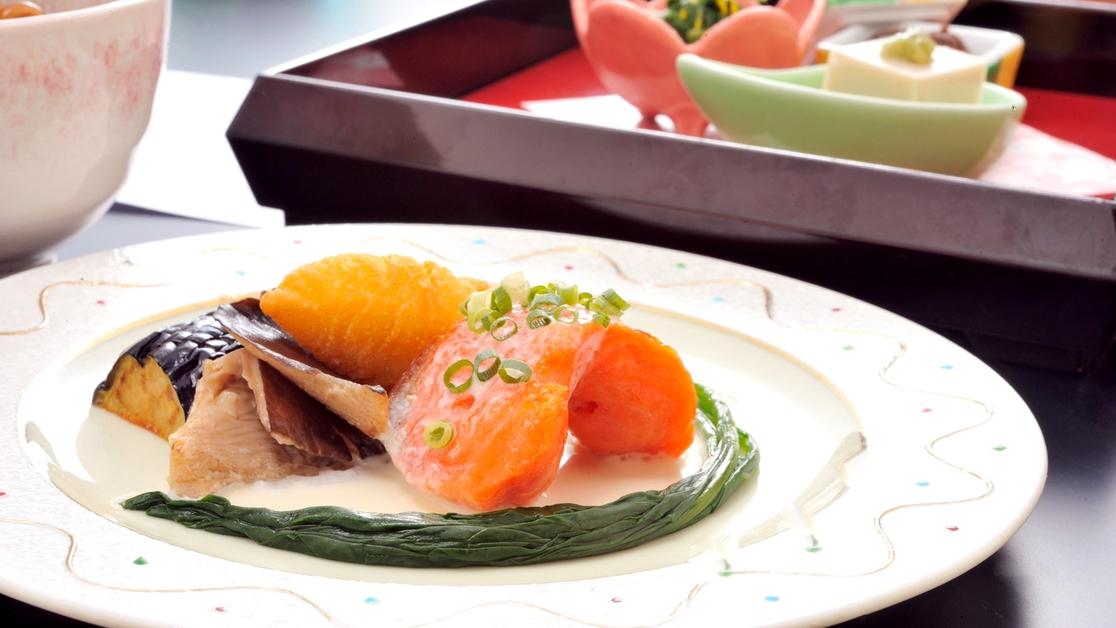 *【夕食一例イメージ】信州サーモンのグリル。地元食材を大切に丁寧に仕上げています。