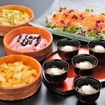 *【夕食一例】グリーンサラダややまっち蕎麦、お漬物はバイキング形式でご用意致します。