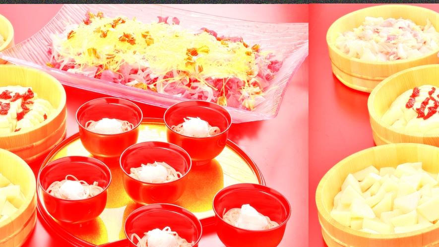 *【夕食一例】グリーンサラダややまっち蕎麦、お漬物もご用意致しております。