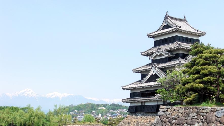 *国宝 松本城 江戸時代から天守閣が現存する日本のお城12城の1つです。歴史を感じに是非松本へ!