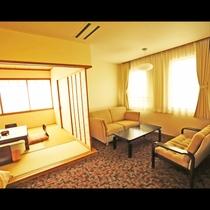 *【和洋室】グループ&ファミリーにオススメ!ベッドと和室とソファーの和洋室です。