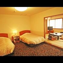 *【和洋室】ベッド2台と和室&ソファー付広めの角部屋です。広いお部屋で贅沢気分♪