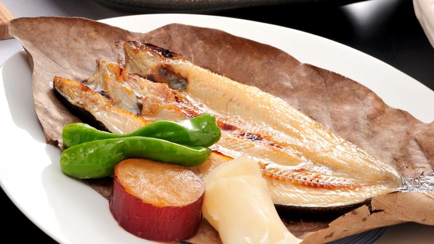 *【夕食一例イメージ】ニジマスの朴葉みそなど旬の素材を使った季節の味わいをお楽しみ下さい。