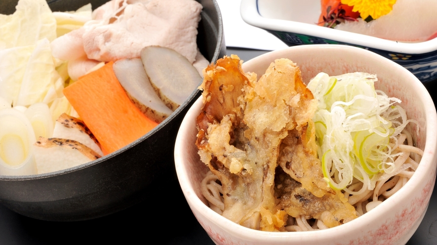 *【夕食一例イメージ】信州そば・松本鍋。信州の郷土料理もお楽しみください。
