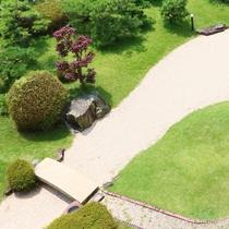 当館の日本庭園は常に手入れに気を付け、美しさを保っています。