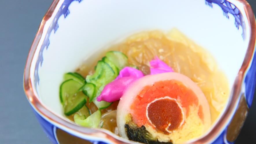 お料理一例◆鮮やかなお料理に目を惹かれます