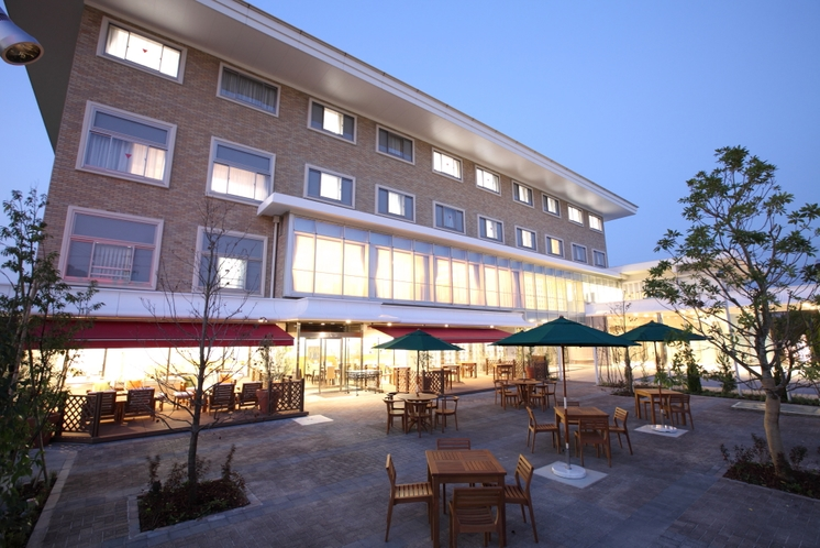 ホテル全景(夜景)