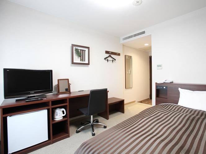 【シングルルーム】セミダブルサイズのベッドで、ぐっすりと夢のなかへ。