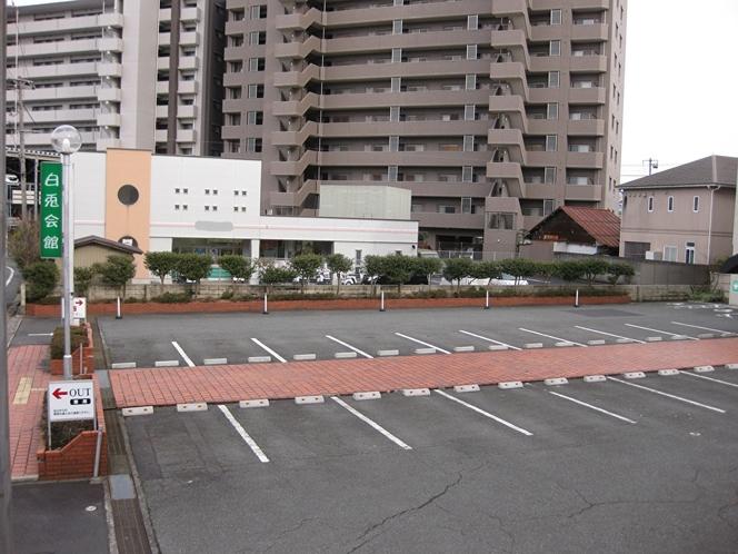 正面駐車場垣根側