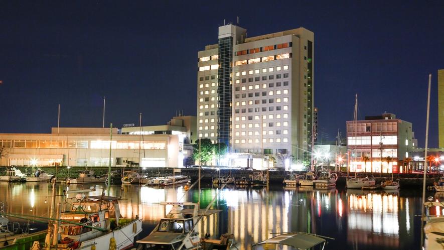 ホテル目の前ヨットハーバー 夜景