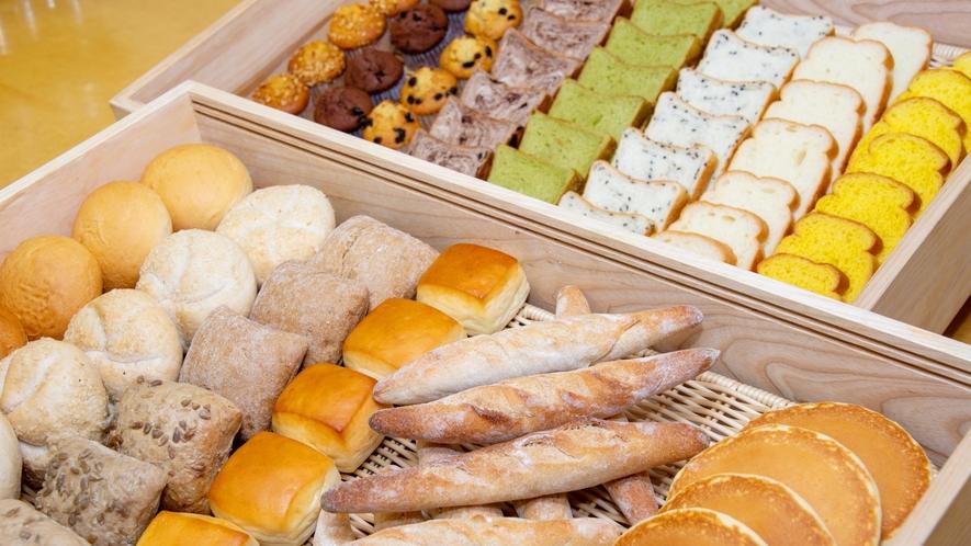 朝食レストラン 人気のパンは数種類ご用意しております♪
