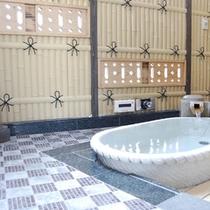 露天の陶器風呂の一例