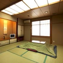 お部屋の一例「 はまゆう(10畳) 」 冬場には、こたつをお出しします。
