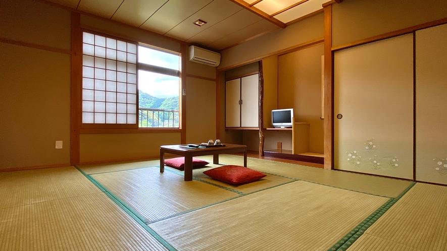 【和室10畳】和の空間でゆっくりしてください