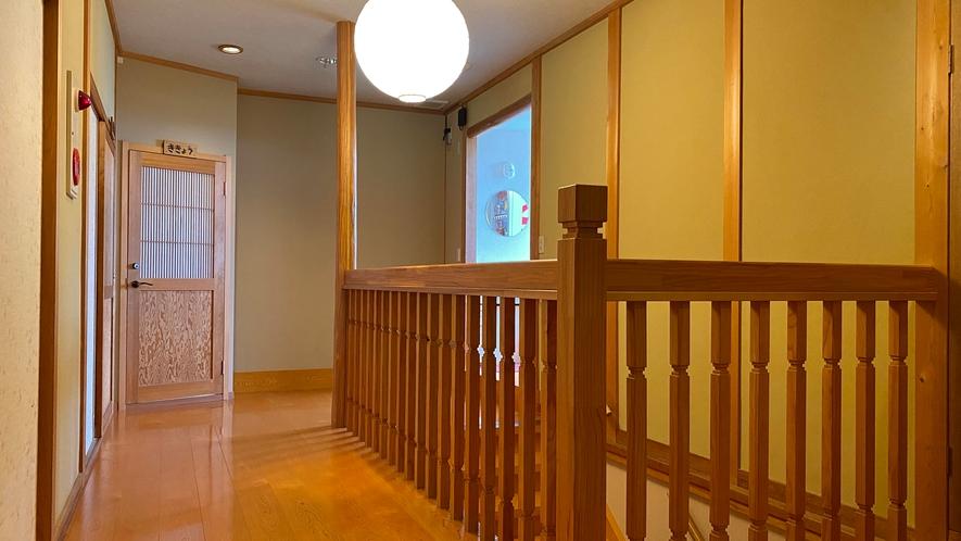 階段で登るとお部屋がございます
