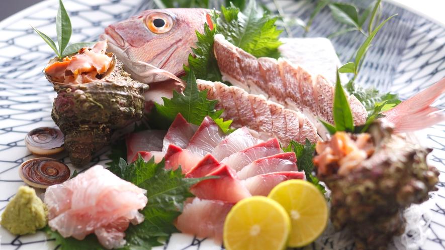 【地魚造り盛り】新鮮な海の幸を味わってください。
