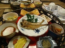 地元の食材を使った手作りの和食朝食