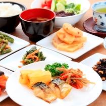 和食を食べて朝から元気!ご飯、味噌汁、魚など健康嗜好の方はぜひ(朝食営業時間 6:30~9:30)