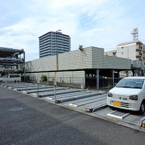 駐車場は予約制の全40台駐車可能。こちらは5ナンバー専用の駐車場。1泊800円!