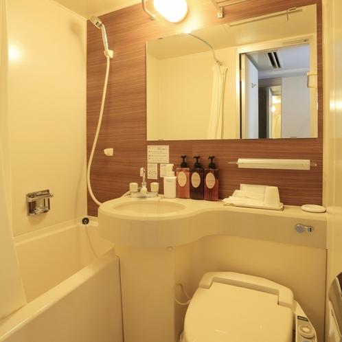 全客室にユニットバスがございます。1Fには大浴場が別にございます。