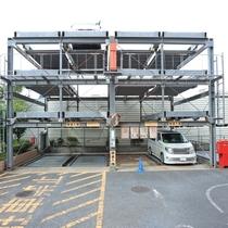 3ナンバーも駐車可能な立体駐車場がございます。最長10時から翌15時までで800円!