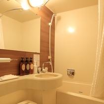 シャワーだけで十分というお客様は、お部屋内のバスで快適に。
