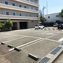 無料平面駐車場をご用意しております!!