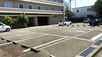 無料平面駐車場をご用意しております!(先着50台)
