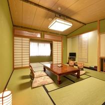 *【道路側】和室10+広縁4畳 広々としたお部屋。ご家族・グループの旅行におすすめ。