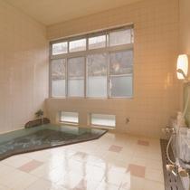 *大浴場(女性)アーチ天井・モザイクタイルのお風呂は懐かしい風情を感じる芸術品です。