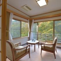 *【川側】和室10畳+広縁4畳(バス・トイレ付)四季折々の景観を楽しみながらのんびり