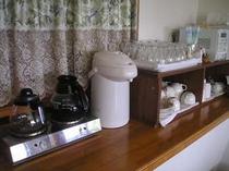 電子レンジ・トースター・お湯・お皿等のご用意ります。ご自由にお寛ぎ下さい。