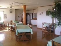 食堂〜も海♪ゲームをしたり、予定を話し合ったり、ラウンジとして、飲食場所として、フリーな空間