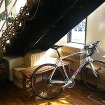 自転車の保管は館内で♪