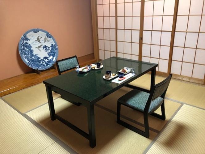 個室食用のテーブルと椅子