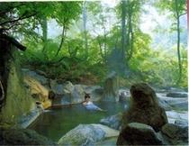 温泉秘湯巡りも楽しい