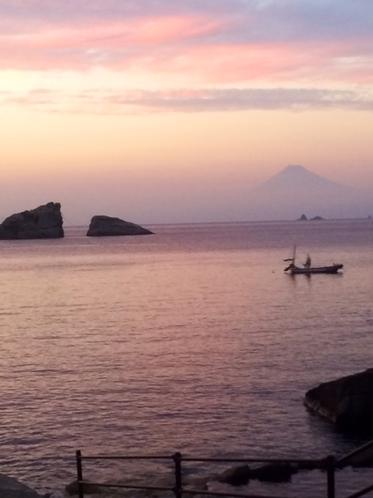 雲見海岸より夕暮れ時の富士山