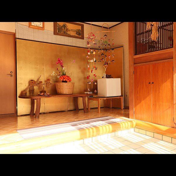 玄関◆日の光が差し込む、明るい入口です