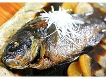 この日の地魚は、メジナの煮付け!