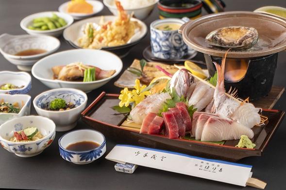 【広間でお食事】地魚5点舟盛り+メインが選べる人気コース《アワビの踊焼きOR和牛ステーキ》