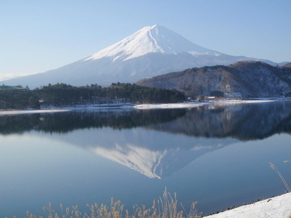 早春 河口湖畔の逆さ富士