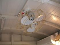 コテージ 室内レトロ扇風機
