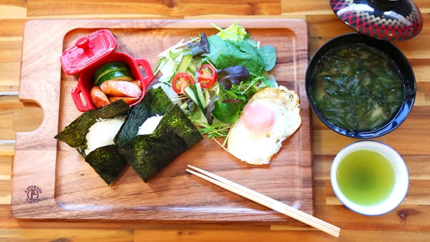 ■選べる朝食『和』■おにぎりがついて朝にピッタリのボリューム♪