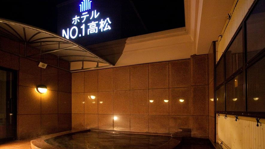 男性温泉露天風呂(朝は6時~9時まで)