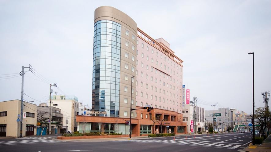 ホテル外観【斜めから】朝