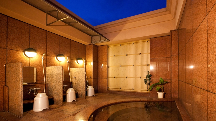 女性専用温泉露天風呂(夜は16時~23時まで)