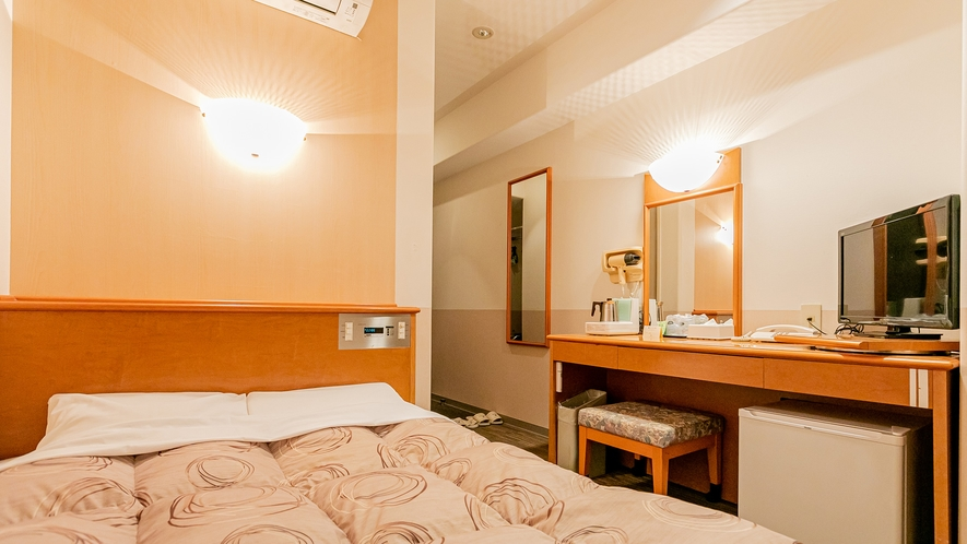 シングルルーム2人利用・セミダブルベッド