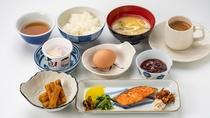 *<朝食一例>富山県産のコシヒカリを使用した炊きたてのご飯とあったかお味噌汁がクチコミでも好評!