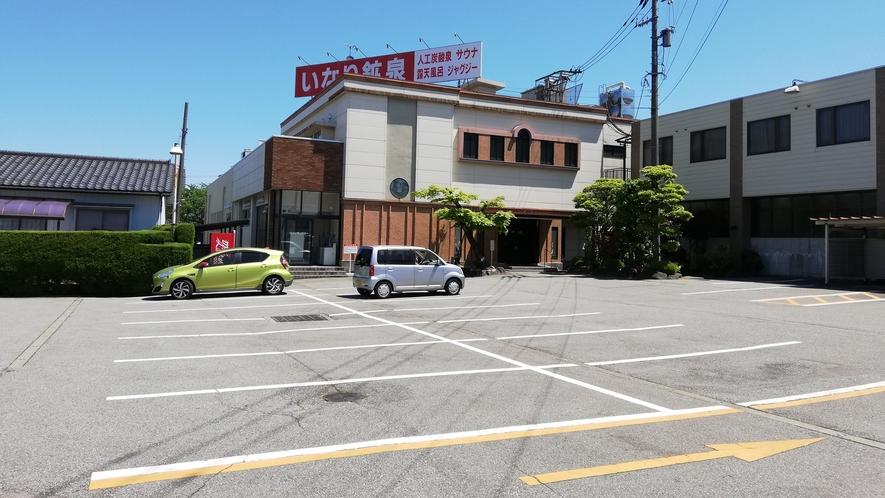 *【駐車場】複数台の駐車無料/大型車OK 先着順となります。